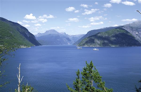 Hardangerfjord-022003-99-770_600